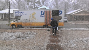 No need to let a little snow get in the way of moving day! (photo by Carlie Kollath Wells/New in NOLA)