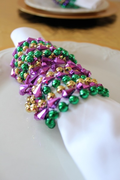 Jazz up your napkins during Mardi Gras. (image via Pinterest user @Lindalou1130)