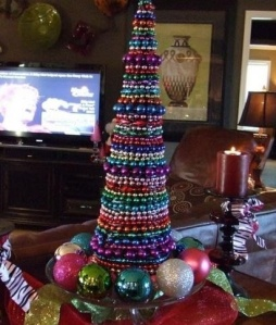 Convert your beads into a tabletop decoration. (photo via Pinterest user  lesleye)