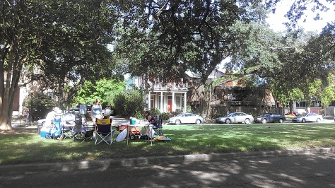 picnicking on the neutral ground on Napoleon Avenue (photo by Carlie Kollath Wells, NewinNOLA.com)